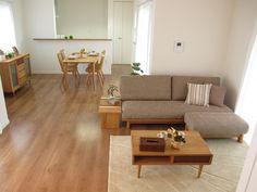 ナラ・タモ無垢材の家具でナチュラルコーディネート
