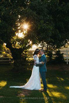 Fotografia de casamento na Fazenda Cachoeira, em Três Corações, MG. MiniWedding com decoração DIY. Renata & Leigh Mcara. Testemunhas de Jeovah. Samuel Marcondes Fotografias.