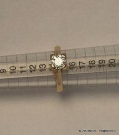Anello Solitario in Oro Rosa con Diamante taglio Brillante