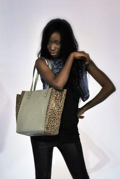 Apuesta por nuestros #shoppingbags by #nanodelarosa #madeinspain #leather próxima portada #mipelshow #nosvemosenlastiendas -#rossettibags