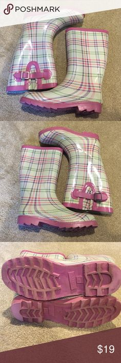 Merona plaid rain boots ☔️ Adorable pink, purple, and green plaid on off white. Make these rain boots yours! Add some leg warmers and fuzzy socks and these will cover you for the winter too! Price FIRM. Merona Shoes Winter & Rain Boots