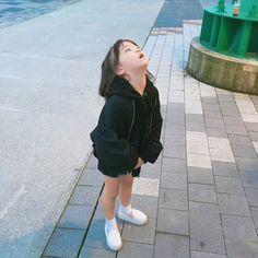 삽교호 놀이공원 🎡  외갓집가는길에 잠깐 들려서 놀기 😆  -  -  -  -  -  #딸스타그램 #맘스타그램 #애스타그램 #육아#일상#daily#내사랑#삽교호#삽교호놀이동산 #자매 #9살#6살#❤️ Cute Asian Babies, Korean Babies, Asian Kids, Cute Babies, Baby Kids, Cute Kids Pics, Cute Baby Pictures, Cute Korean, Korean Girl