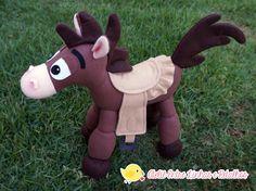 Kit composto por 9 pçs no tema toy Story  * Woody  * Jessie  *bala no alvo  * Buzz  * slink  * sr batata  *sra batata  * porco  * rex dinossauro    Personagens com 40 cm , exceto porco , sr e sra batata que são um pouco menores.