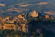 Umbria. A voyage to the Umbria region, Italy, Europe - Perugia, Terni, Foligno, Citta di Castello, Spoleto, Gubbio, Assisi, Bastia Umbra, Orvieto, Narni, Corciano, Marsciano, Todi...   World Travel Guides