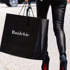 """Hoy es un día ideal para ir de compras es ✔️iernes. Te invitamos a pasar por www.baulchic.com, tu tienda online en donde podrás hacer """"Smart Shopping"""". COMPRA+VENDE+COMPARTE MODA hay alternativas para tod@s. . Feliz día Chiclovers!!!  #moda #complementos #estilo #chic #newcollections #secondhandluxurybrands #CreativeDesigns #FreedomtoWrite #preciosquesorprenden #baúldelujo #Baúlchic"""
