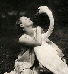 Anna Pavlova with a swan