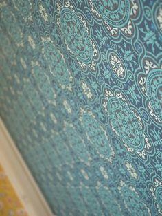 Kitchen tapestry. / Keittiön tehostetapetti. www.valaistusblogi.fi