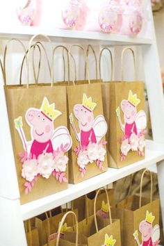 peppa pig The party favor bags at this Peppa Pig Birthday Party are so cute! I'm sure guests loved them! See more party ideas and share yours at Vintage Birthday Parties, 3rd Birthday Parties, Birthday Party Decorations, 2nd Birthday, Princess Peppa Pig Party, Peppa Pig Birthday Cake, Peppa Pig Party Ideas, Princess Party Bags, Invitacion Peppa Pig