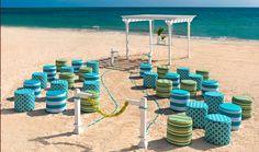 Decoración en azul para tu #boda en la playa http://www.bodasmargarita.net