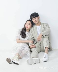 Jung Hae In and Kim Go Eun are Bright-eyed and Bushy-tailed for Romance in Spread Korean Celebrities, Korean Actors, Korean Dramas, Kim Go Eun Style, Cut Out People, Sung Kyung, Korean Couple, Movie Couples, Kdrama Actors