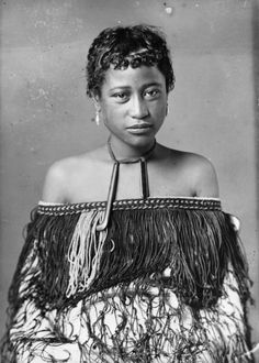 Carte de visite portrait of a Maori woman from Hawkes Bay, taken, probably between 1880 and by Samuel Carnell of Napier. Anthropologie, Black Is Beautiful, Beautiful People, Maori Tribe, Polynesian People, Maori People, Maori Designs, Nz Art, Maori Art