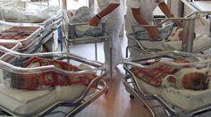 TORINO Neonati scambiati in culla: l'episodio di disattenzione è avvenuto all'interno dell'ospedaleSant'Anna di Torino. Secondo una prima ricostruzione i neonati sono stati