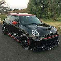 Mini Cooper S John Cooper Works Full black and red roof