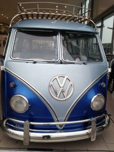 VW Bus cool blue