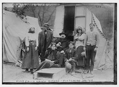 Gypsy Smith and Other Gypsies, Pittsburgh, PA. Bain News Service 1909 (may be Romanies or Travellers Gypsy People, Rodney Smith, Gypsy Living, Gypsy Caravan, Vintage Gypsy, Pittsburgh Pa, Beach Fun, Back In The Day, Old Photos