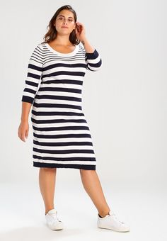¡Consigue este tipo de vestido por la rodilla de Zizzi ahora! Haz clic para  ver los detalles. Envíos gratis a toda España. Zizzi KNEE LENGTH Vestido de  ... f84e5e2b8e3