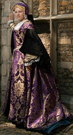 Prior Attire owner in her Henrician Garb. Maybe attributed to Catalina of Spain? Mode Renaissance, Renaissance Fair Costume, Renaissance Wedding, Medieval Costume, Renaissance Fashion, Renaissance Clothing, Medieval Dress, Dinastia Tudor, Tudor Style