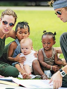 family Angelina Jolie Children, Brad And Angelina, Brad Pitt And Angelina Jolie, Jolie Pitt, Brad And Angie, Shiloh Jolie, Serge Gainsbourg, The Jacksons, Actrices Hollywood