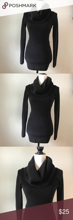 """▪️Fitted Turtleneck Sweater▪️Longer Length▪️ Wardrobe staple▪️Form fitting turtleneck/cowl neck sweater from H&M▪️Longer length▪️Perfect w leggings and skinny jeans▪️Measures approx 33"""" from shoulder to hem▪️Stretchy/soft material▪️Some very light pilling but confident that can be removed▪️ H&M Sweaters Cowl & Turtlenecks"""