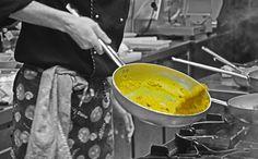 Preparando il nostro riso allo zafferano - Making saffron rice