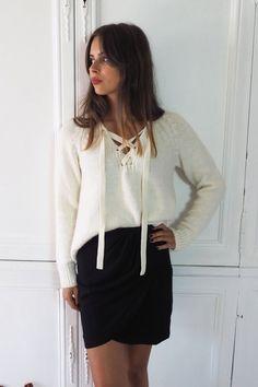 Le pull Fifre écru Athe Vanessa Bruno et la jupe Heimstone à retrouver sur Shopnextdoor.fr :)