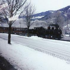 In Oostenrijk doen ze niet moeilijk als er sneeuw op het spoort ligt, in tegenstelling tot Nederland! 😛 #tbt Gerlos 2014