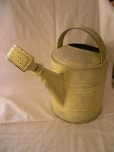 ANTIQUE-GALVANIZED-YELLOW-PAINTED-METAL-WATERING-CAN-SPRINKLE-NOZZLE-