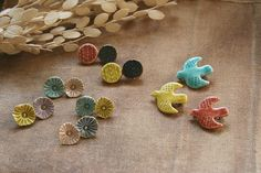 Ceramic Jewelry, Ceramic Beads, Ceramic Clay, Polymer Clay Jewelry, Diy Clay, Clay Crafts, Clay Studio, Hand Embroidery Tutorial, Diy Crafts For Gifts
