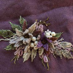 "Instagram의 프리린제^^님: ""신상린넨사로 수놓아보기~ 린넨사라고하기엔 부드럽다 뜨게실인듯~ 뭘 만들어볼까? #프랑스자수 #자수스타그램 #린넨사"" Cushion Embroidery, Floral Embroidery Patterns, Crewel Embroidery, Vintage Embroidery, Embroidered Flowers, Lace Beadwork, Brazilian Embroidery, Textile Art, Needlework"