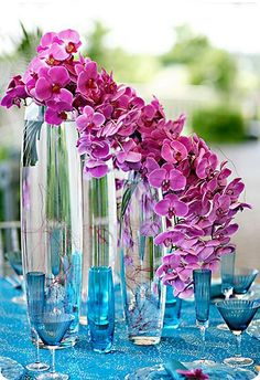 Get expert wedding planning advice and find the best ideas for wedding decorations, wedding flowers, wedding cakes, wedding songs, and more. Deco Floral, Arte Floral, Wedding Table Flowers, Wedding Bouquets, Wedding Reception, Reception Table, Dinner Table, Decoration Table, Reception Decorations