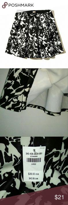 Hollister Neoprene Pleated Skirt NWT Malibu jacquard pattern in black and white. Skirt has elastic waistband. Original tags still attached. B8 Hollister Skirts Mini