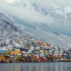 Die kleine Stadt Odda in Hardanger, Fjordnorwegen