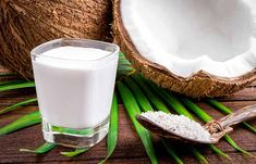 Most people think of the coconut in form of biscuits from the day care center or cocktails with Batida. But most of them still know that you can cook and fry tasty and healthy with coconut oil. Few, however, know the healing properties of coconut oil. Yogurt For Hair, Yogurt Hair Mask, Coconut Milk Powder, Coconut Oil, Foods For Ulcers, Henna For Hair Growth, Organic Coconut Cream, Ayurvedic Hair Oil, Herbs For Hair