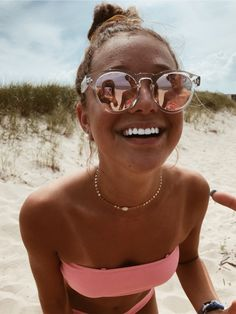 How to Take Good Beach Photos Cute Beach Pictures, Tumblr Beach Pictures, Lake Pictures, Vacation Pictures, Best Self Tanner, Shotting Photo, Beach Poses, Beach Picture Poses, Summer Goals