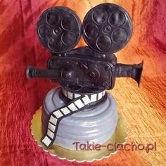 old movie camera cake