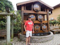 024 - Em Gramado, próximo a Loja Don Collise onde fizemos degustação de vinhos e sucos, queijos e outros petiscos.