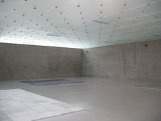 Tageslichtlenksysteme    Abgehängte, mattierte Lichtdecke die sowohl mit Tages- als auch mit Kunstlicht versorgt wird im Kunsthaus in Bregenz von Peter Zumthor Haldenstein bei Chur/CH - Bildnachweis: Doris Haas-Arndt, Hannover