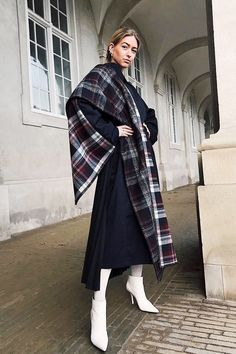 16 Actually Stylish Outfits to Wear When You're Freezing Sophisticated Outfits, Stylish Outfits, Fall Outfits, Scarf, Dressed To The Nines, Winter Trends, Work Looks, Autumn Winter Fashion, Winter Wear