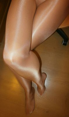Perfect legs with perfect pantyhose! LOVE your sexy legs in glossy suntan pantyhose! Pantyhose Lovers, Nylons And Pantyhose, Perfect Legs, Lovely Legs, Sheer Tights, Stocking Tights, Nylon Stockings, Sexy Feet, Hosiery