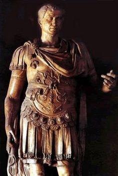 Julio César / Caius ou Gaius Iulius Caesar ou IMP•C•IVLIVS•CÆSAR•DIVVS