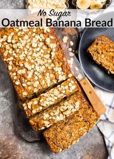 Fluffy, moist Oatmeal Banana Bread made with healthy ingredients like oats, ripe bananas, spices, and maple syrup. Easy to make and absolutely delicious! #wellplated #greekyogurt #maplesyrup Oatmeal Banana Bread, Zucchini Banana Bread, Healthy Banana Muffins, Healthy Banana Bread, Banana Bread Recipes, Oatmeal Muffins, Muy Simple, Toasted Oats, Oatmeal Recipes