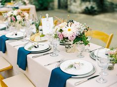 Tablescape with contrast. Jam favor for guests