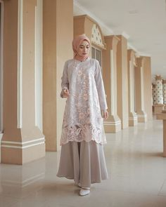 Alfdns Source by sarirahmawati Dress Brokat Muslim, Dress Brokat Modern, Kebaya Modern Dress, Dress Pesta, Muslim Dress, Model Kebaya Muslim, Hijab Dress Party, Hijab Style Dress, Abaya Mode