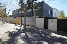 Casa unifamiliar. Calle Peguerinos, 19A. Vista desde la calle. Abril 2015. Fotografía de David Bornscheuer.