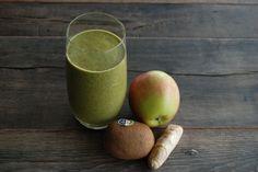 Recept groene smoothie spinazie, appel, kiwi en gember | GLOW Kiwi, Milkshake, Superfoods, Smoothie Recipes, Pear, Mango, Healthy Recipes, Healthy Food, Apple