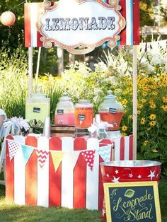 Lemonade Bar for the carnival. All types of Lemonades in Jars Strawberry Lemonade Berry Lemonade (Blueberries, Strawberries, Raspberries) Kiwi Lemonade Regular Lemonade Pink Lemonade {All can be flavored with syrup and fresh fruit} Circus Carnival Party, Kids Carnival, Circus Theme Party, Carnival Wedding, Carnival Birthday Parties, Circus Birthday, Carnival Food, First Birthday Parties, Birthday Party Themes