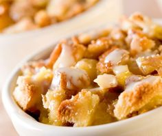 Looking for a Apple-Pecan Bread Pudding recipe? Get great family cooking recipes for kids and adults. Recipes for Apple-Pecan Bread Pudding are great to make with the whole family. Chocolate Sauce Recipes, White Chocolate Sauce, Healthy Chocolate, Cake Chocolate, White Chocolate Bread Pudding, Chocolate Chips, Low Cal, Harvest Bread, Old Fashioned Bread Pudding