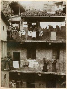 Mario Gabinio: Via Genova/(il piccone  demolitore). Torino, via San Francesco d'Assisi, cantiere di demolizione - 1900-01/02