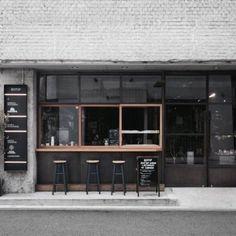 일본의 내추럴한 카페 인테리어입니다