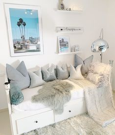Ikea daybed with drawers underneath via - here is how to find the perfect daybed for your home! Ikea daybed with drawers underneath via Ourhomeinspain - here is how to find the perfect daybed for your home! Ikea Daybed, Daybed Room, Daybed In Living Room, Living Rooms, Cute Bedroom Ideas, Room Ideas Bedroom, Bedroom Decor, Small Room Bedroom, Master Bedroom